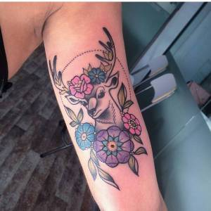 Ciervo entre flores