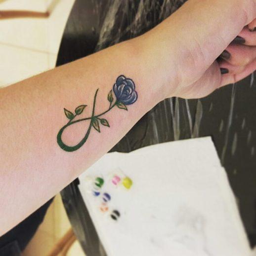 Signo Infinito y Flor