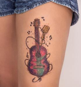 Guitarra con música por Robson Carvalho