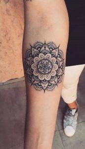Mandala con forma de flor