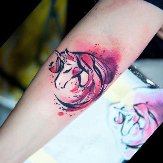 Unicornio rosa estilo acuarelas