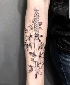 Daga con flores
