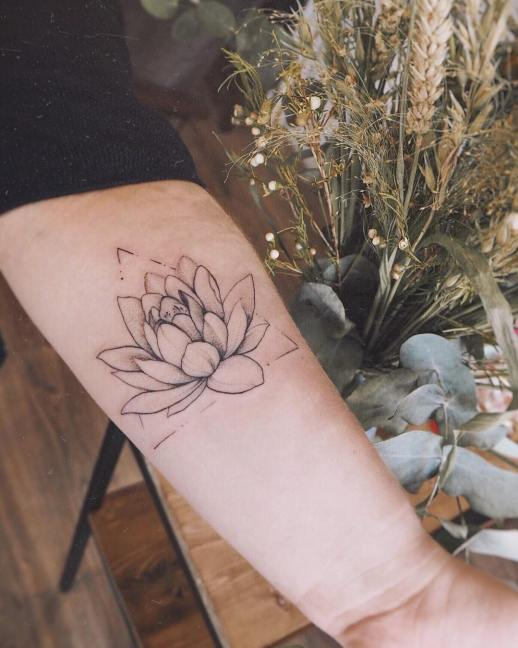 Flor de loto por Darylis Tattoo