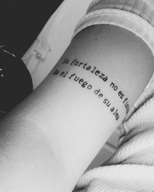 Frase: Su fortaleza no es física, es el fuego de su alma