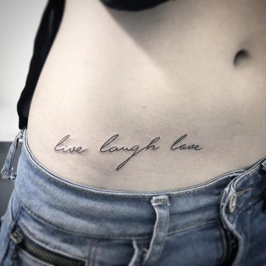 Frase: Live, Laugh, Love por Wilker Jones