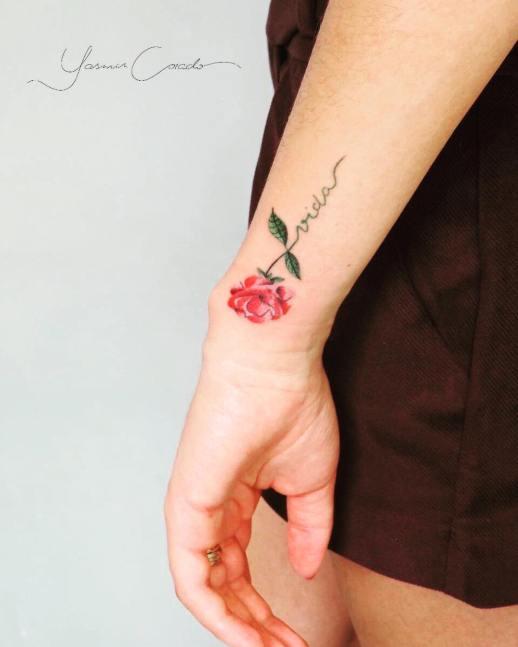 Frase: Vida y flor por Yasmin Coiado