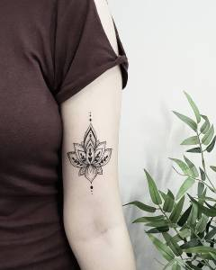 Flor de loto por Terryemi Tattoo