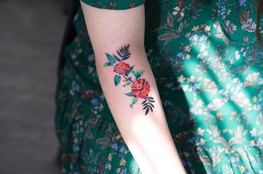 Flores rojas por Zihee Tattoo