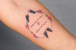 Nombres: Helena y Heloisa, flores y huellas de piecitos por Yasmin Coiado