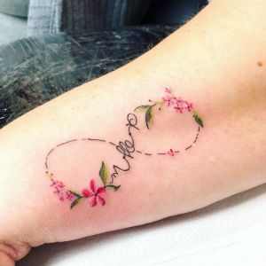 Signo Infinito con flores por Yasmin Coiado