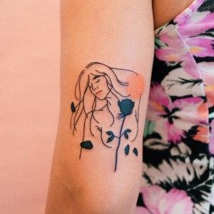 Silueta mujer y flor rosa por Nawon Take My Muse