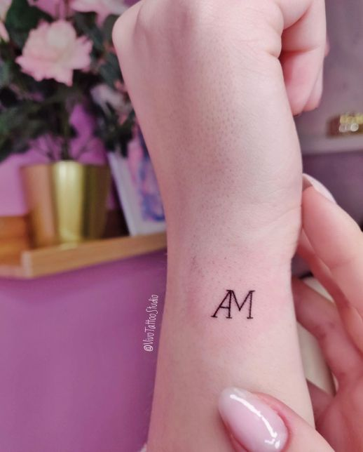 Iniciales por por Vivo Tattoo Studio