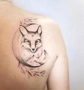 Zorro, luna y montañas por Darylis Tattoo