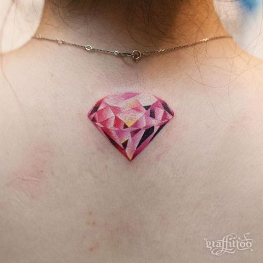 Diamante rosa por Graffittoo Tattoo Studio