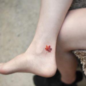 Hoja de otoño por Tattooist Grain