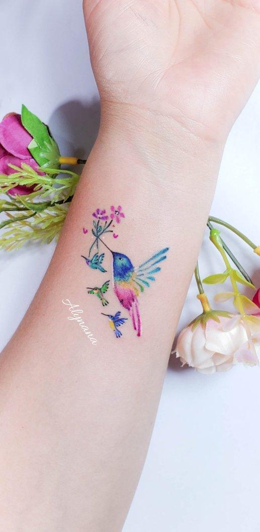 Colibrí con sus bebés por Alynana Tattoos