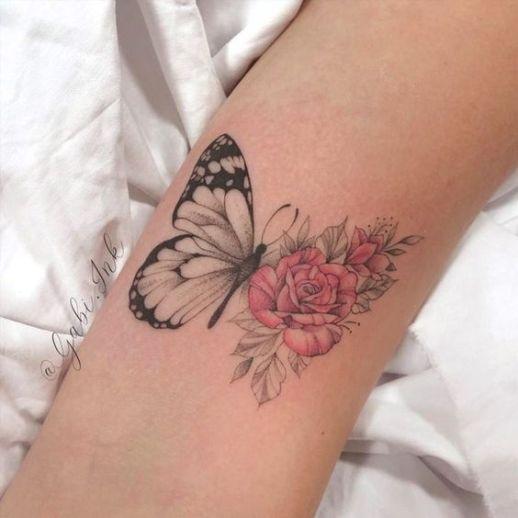 Metamorfosis de una mariposa, ala con flores rosas