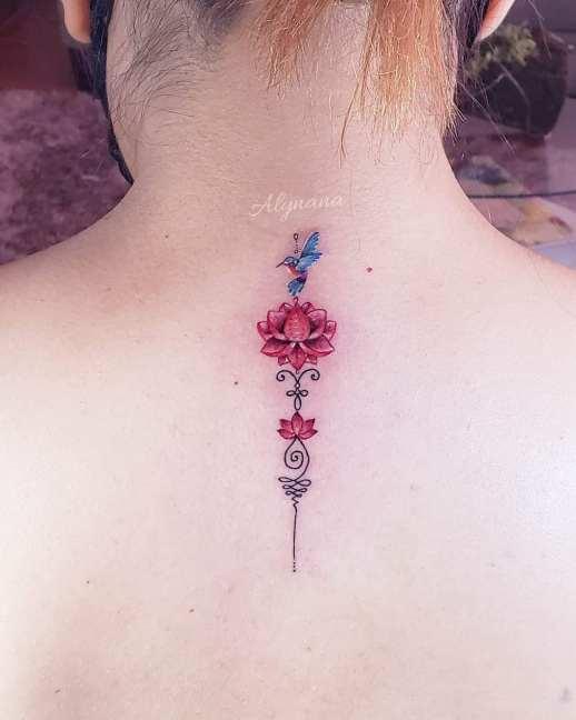 Unalome, flor de loto y colibrí por Alynana Tattoos