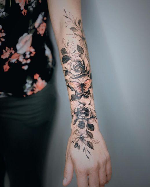 Enredadera de Flores y Mariposa por Valery Tattoo