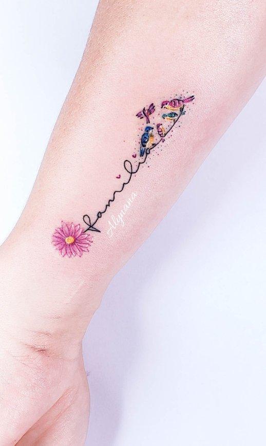Frase: Familia y Aves por Alynana Tattoos