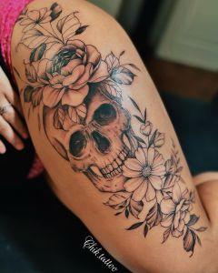 Calavera y Flores por Steve Savard, Chik Tattoo