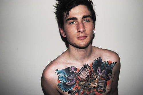 Tatuaje En El Pecho Hombre