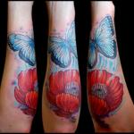 tatuaje flor y mariposa