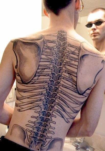 tatuajes espalda huesos