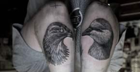 tatuajes de aves en las piernas