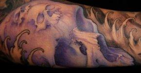 Tatuaje calavera morada