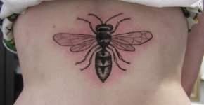 tatuaje de avispa