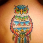 Tatuaje búho en la espalda