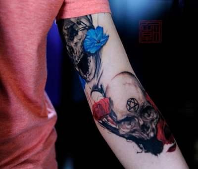 Cráneo con flores y heartagram