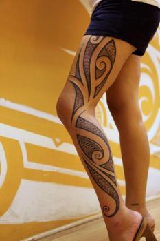 girl tattooed on the leg