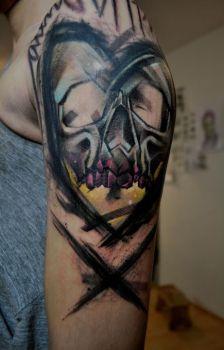 Mark Halbstark skull tattoo