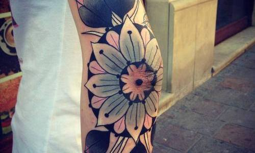 Tatuaje flor blanca