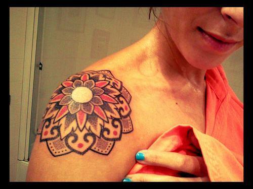 Mandala En El Hombro De Una Mujer Tatuajesxd