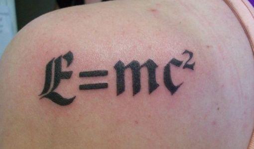 E=mc2 tatuaje