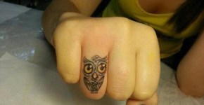 Tatuaje pequeño de búho