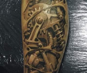 Tatuajes engranes en el cuerpo