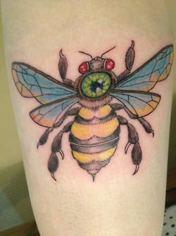 Tatuaje de abeja