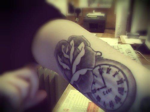 Tatuaje Rosa Y Reloj De Bolsillo Tatuajesxd