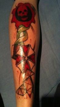 Tatuaje Resident Evil y Gears of War