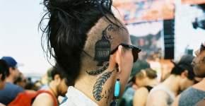 Tatuaje jaula vacía en el cuello