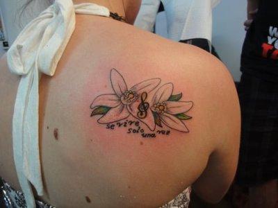 Tatuaje sólo se vive una vez en el hombro