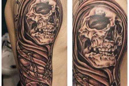 Tatuaje de la muerte en el brazo y hombro