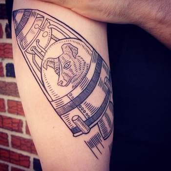 Tatuaje Laika en el brazo
