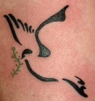 Tatuaje paloma y rama de olivo