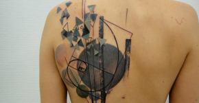 Tatuaje abstracto en la espalda de mujer