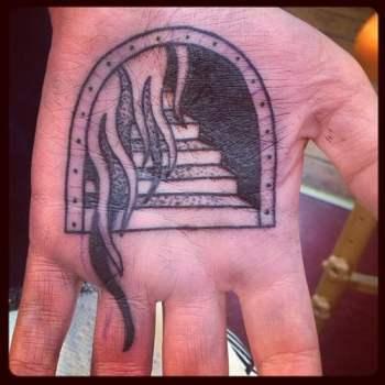 Tatuaje puerta del infierno